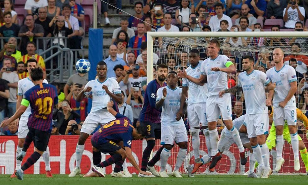 Con los mexicanos el PSV sufre goleada ante Barcelona