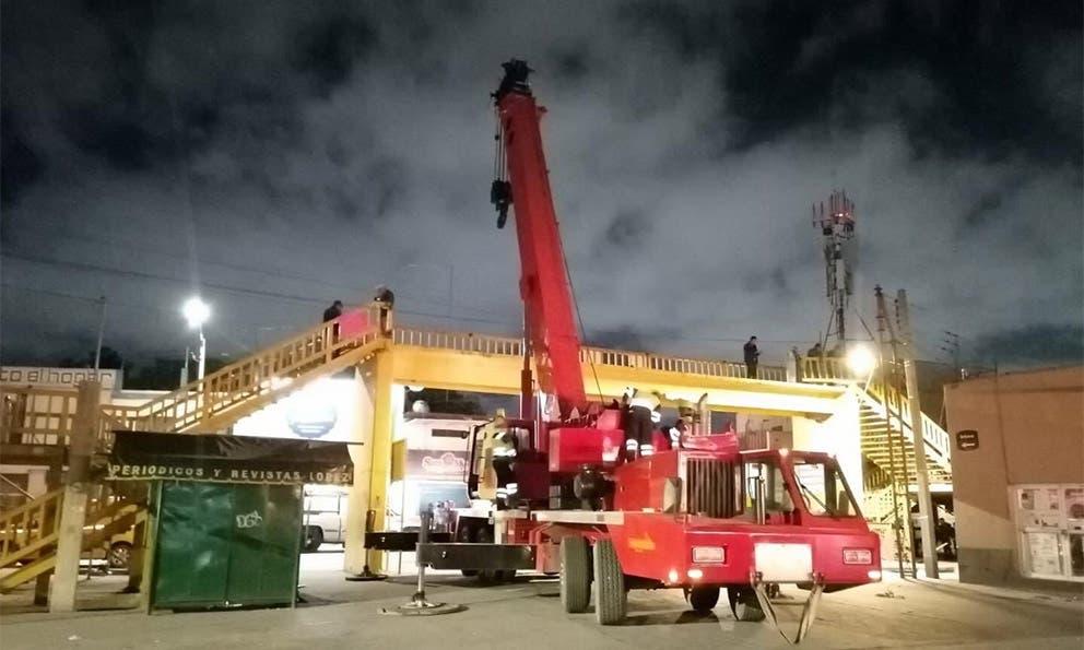 Retiran puente peatonal del Mercado República