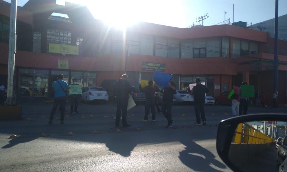 Taxistas liberan poniente de la ciudad